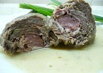 Hovězí závitky se studenou šunkou, uzenou klobásou a sýrem Camembert