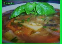 Kuskusová polévka s hlívou, fazolemi a česnekem