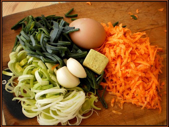 Pórková polévka s vaječnou zásmažkou, část použitých surovin