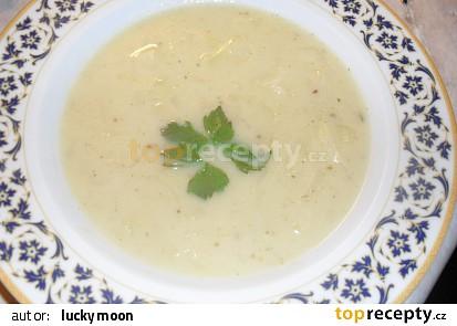 Bílá zelná polévka s kmínem