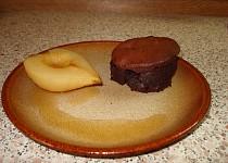 Čokoládový dort s pošírovanými hruškami