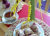 Koláčová bublanina s kokosem,  jahodami a  žmolenkou
