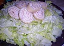 Těstovinové závitky s ledovým salátem