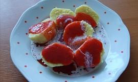 Krupicové knedlíky s jahodovou omáčkou