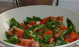 Rajčatový salát s medvědím česnekem