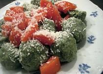 Špenátové knedlíčky s rajčaty