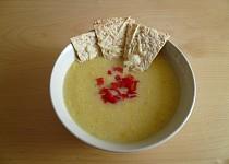 Krémová kukuřičná polévka s křupavou tortillou od Nigelly Lawson