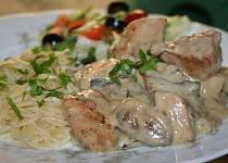 Česnekové kuře se žampiony a smetanovo-vinnou omáčkou