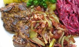 Krkovička s cibulí a slaninou