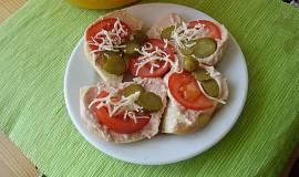 Pomazánka ze salámů, sýrů a tvarohu