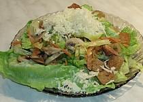 Hlávkový salát s houbami a krutony