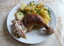 Plněná kuřecí stehna uzenou nádivkou