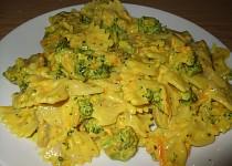 Nivové těstoviny s brokolicí, mrkví a kurkumou