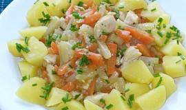 Dušená mrkev s kedlubnami a kuřecím masem