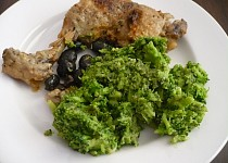 Kuře na víně a olivách