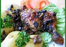 Kmínová kuřecí stehna na hříbkách a hořčici