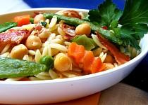 Orzo - těstovinová rýže s cizrnou, zeleninou a slaninou