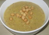 Hrachová polévka s koriandrem