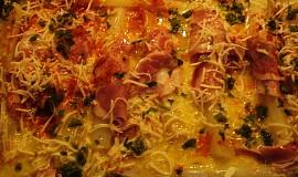 Zapečený chřest se sýrem, vejci a s uzeninou