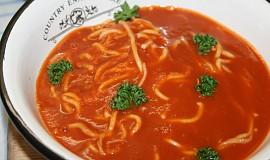 Čínské nudle v rajčatové polévce