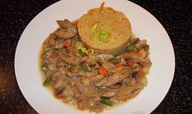 Sójové nudličky se zeleninou a kuskusem