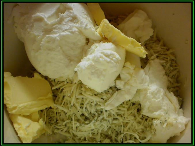 Šunková rolka na chlebíčky, pomazánkové máslo,nastrouhaná niva,obyč,máslo vyšlehat
