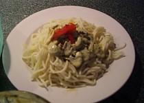 Těstoviny se sýrovou omáčkou s houbami
