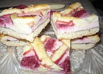 Linecký koláč s jahodami a tvarohem
