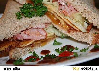 Listerův sendvič se smaženkou, chilli a čatní
