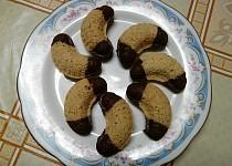 Křehké ořechové rohlíčky
