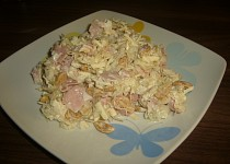 Salát z kysaného zelí s oříšky