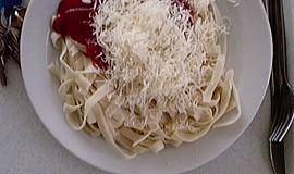 Špagety s kečupem a sýrem