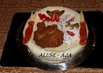Slaný dort - řízek a salát