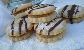 Kokosové dortíky s mandlovo-likérovou náplní