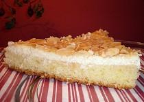 Tvarohový koláč s kokosem a mandlemi