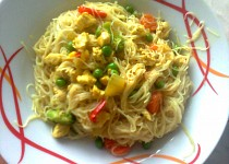 Rýžové nudle s kuřecím masem ála Lucy