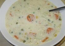 Krémová květáková polévka s jarní zeleninkou