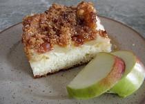 Jablkový koláč z jogurtu (s perníkovou drobenkou)