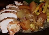 Kuře na jablkách a cibuli