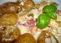 Zapečené kuřecí maso s bazalkou, slaninou a bramborama