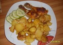 Kuřecí stehna na ementálovém másle s opečenými brambory