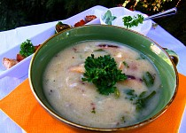 Celerovo-houbová polévka s krutonky