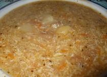 Chlebová polévka s brambory a mrkví