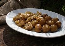 Králík zapečený se zelím a brambory