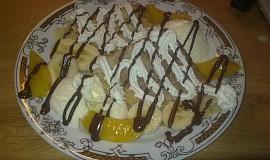 Palačinky s ovocem a zmrzlinou