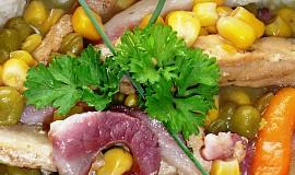 Vepřové nudličky se slaninou na zelenině
