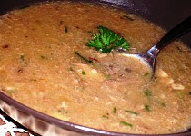 Česnekovo-houbová polévka s kroupami