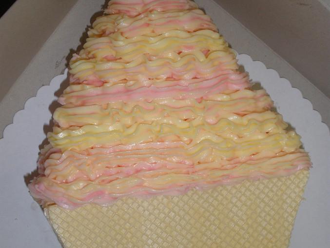 Dort točená zmrzlina, vanilkovo-malinová, detail