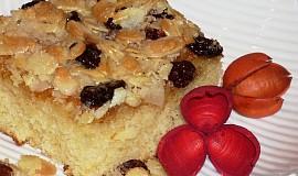 Máslovošlehačkový koláč s mandlovou krustou