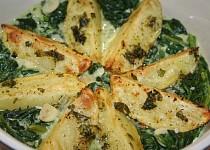 Pečené brambory ve špenátovém lůžku